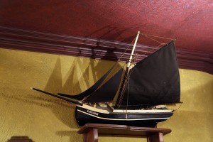 Scale model of a traditional pucan boat in An Pucan Pub Galway_0676